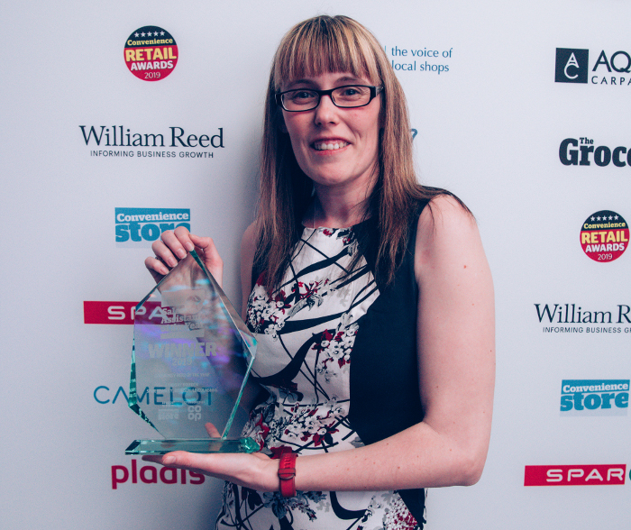 Lyndsay collects Community Hero award