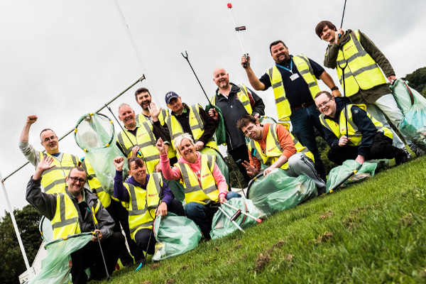 Litter_picking_in_the_community