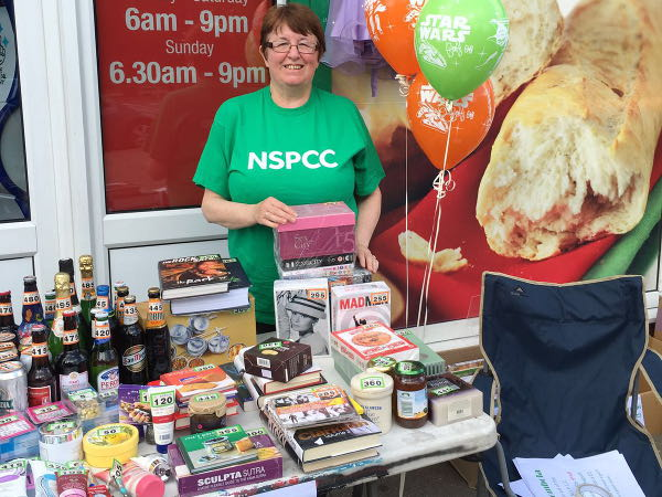 SPAR_Inkersall_fundraises_for_NSPCC
